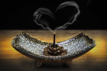 incense-2042096_1920